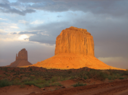 https://www.lingenfelder-reiselounge.de/wp-content/uploads/2019/09/monument-valley.jpg